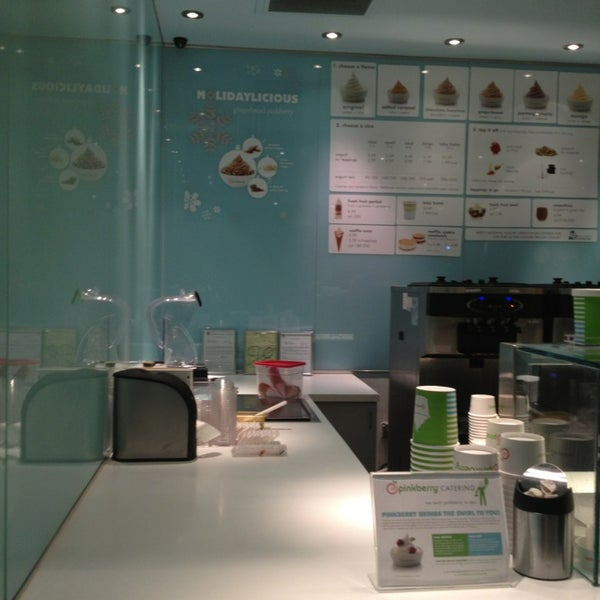 Photo taken at Pinkberry by Thallen B. on 1/4/2013