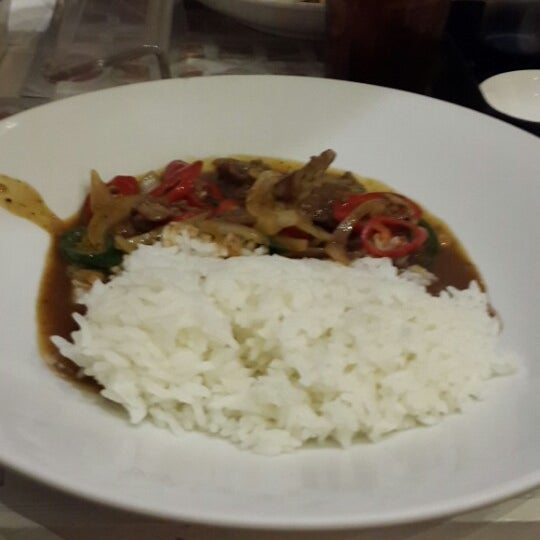 Photo taken at Chopstix by Venny S. on 4/8/2014