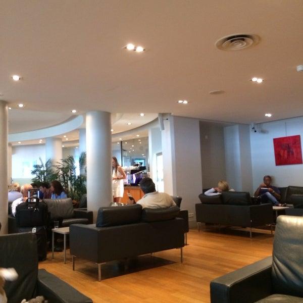 Salon schengen airport lounge t1 nice airport lounge for Salon lounge
