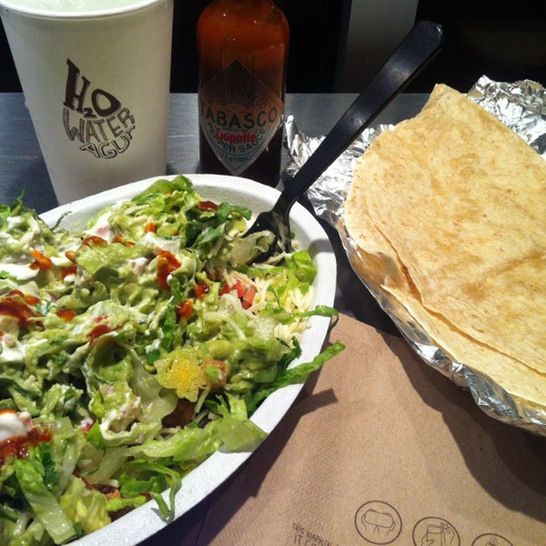Photo taken at Chipotle Mexican Grill by Felipe I. on 6/23/2013