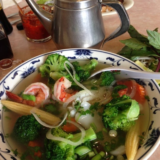Photo taken at Pho 777 Vietnamese Restaurant by Emil on 10/7/2012