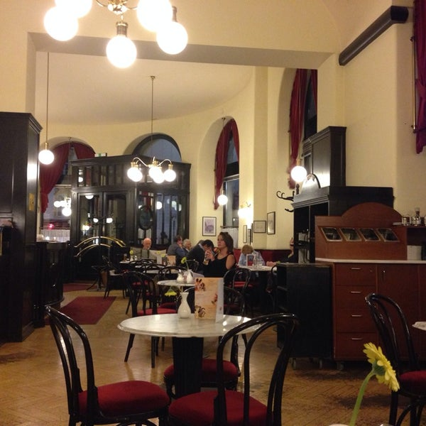 Photo taken at Cafe-Restaurant Griensteidl by Torsten S. on 6/1/2014