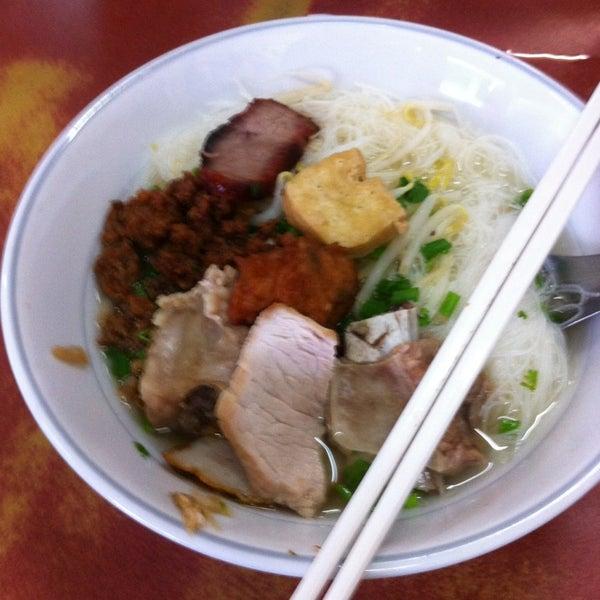 Photo taken at ร้านยกเข่ง (โล่งโต้ง) by Phuangkaew K. on 9/11/2014