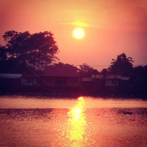 Photo taken at เข่ือนเรียงหิน by nitikorn p. on 12/8/2012
