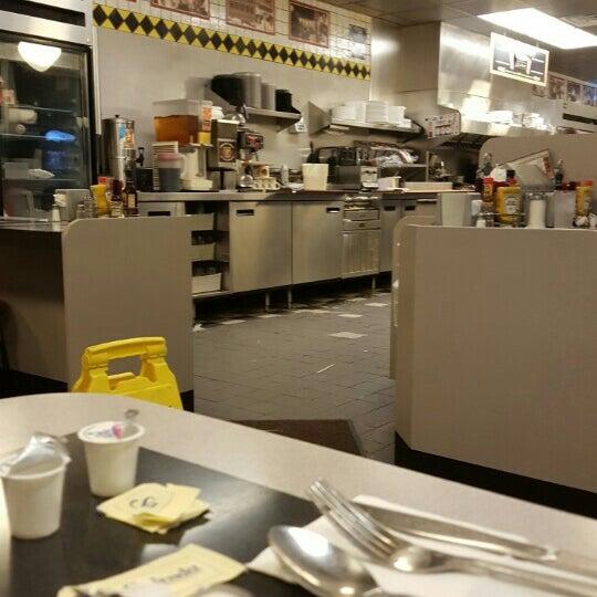 Photo taken at Waffle House by Apostle Otha U. B. on 10/9/2015