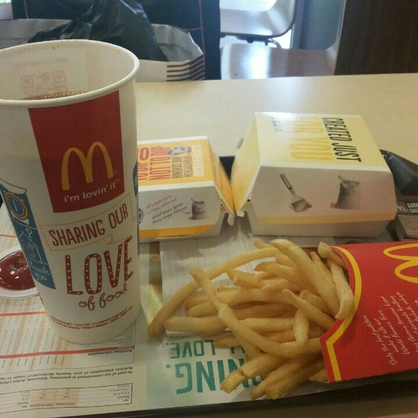 Photo taken at McDonald's by Mohd F. on 4/30/2015