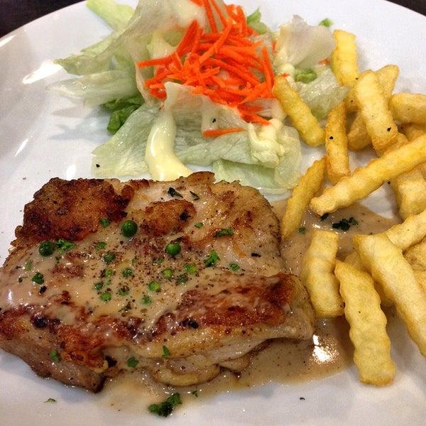 Photo taken at Santa Fé Steak (ซานตา เฟ่ สเต็ก) by Aoy N. on 3/7/2014