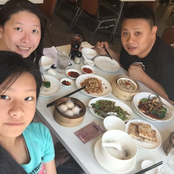Photo taken at Crystal Jade Kitchen 翡翠小厨 by Wen A. on 4/11/2015