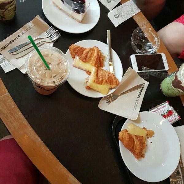 Photo taken at Starbucks by BOBBY SHINZ™ on 7/7/2016