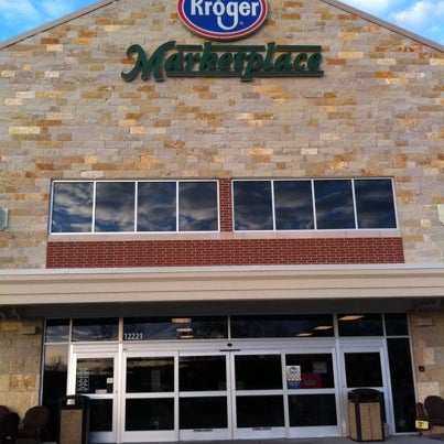 Photo taken at Kroger by shawn r. on 1/1/2011