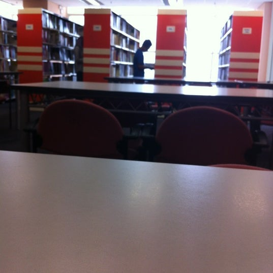 Photo taken at National Library (Perpustakaan Negara) by Mirza Izwan D. on 6/17/2012