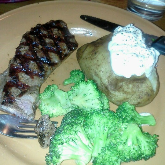 Photo taken at Applebee's by Sofia L. on 7/8/2012