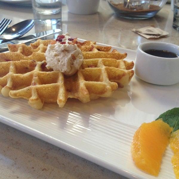 Photo taken at Crave Dessert Bar & Lounge by Jennifer F. on 2/3/2013