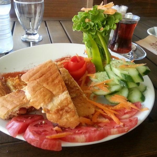 8/18/2013 tarihinde Çarşı K.ziyaretçi tarafından Lotus Cafe Restaurant'de çekilen fotoğraf
