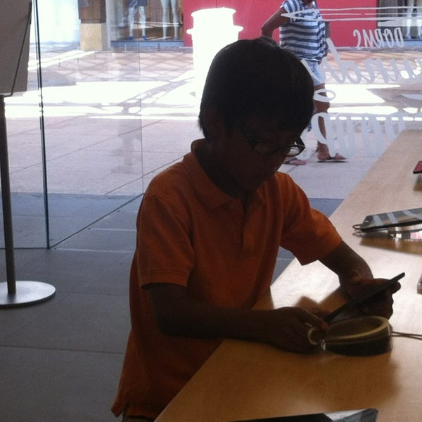 Photo taken at Apple Store, La Cantera by Adrian P. on 8/8/2013