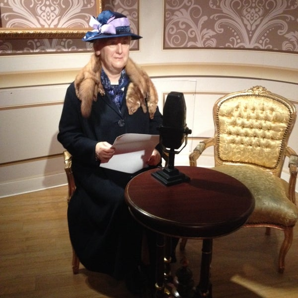 Photo taken at Madame Tussauds by Elena F. on 3/10/2014