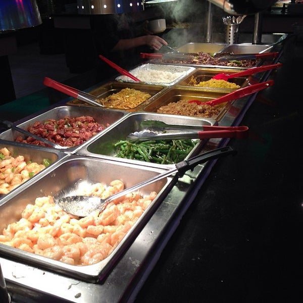 Photo taken at Hibachi Grill & Supreme Buffet by Dan G. on 12/25/2012