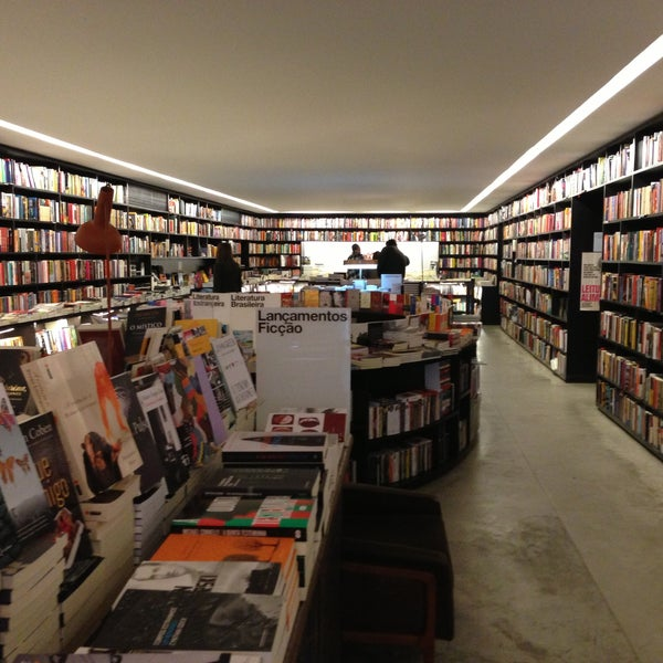 Photo taken at Livraria da Vila by Tarsys P. on 4/14/2013