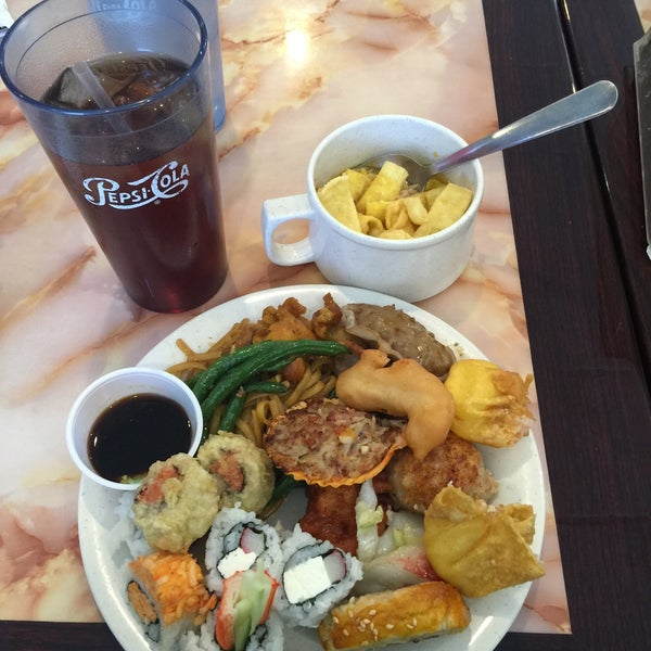 Photo taken at Hibachi Grill & Supreme Buffet by Emily W. on 11/24/2015