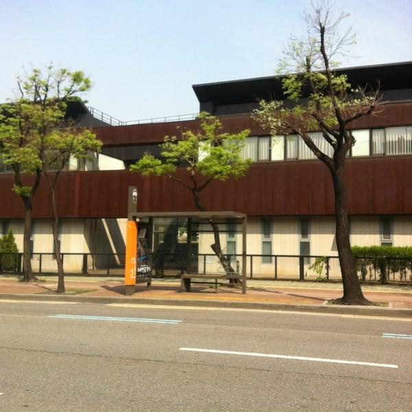 Photo taken at 현대고등학교 by Hwang K. on 5/9/2013