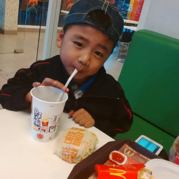 Photo taken at McDonald's by Rosiana H. on 3/20/2015