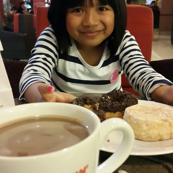 Photo taken at Dunkin' Donuts by Gde U. on 6/26/2015