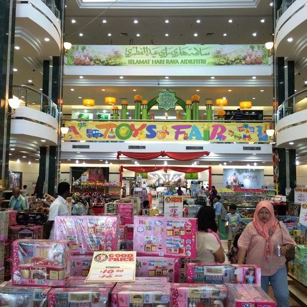 Photo taken at Hua Ho Mall Manggis by Azran Malda A. on 8/24/2014