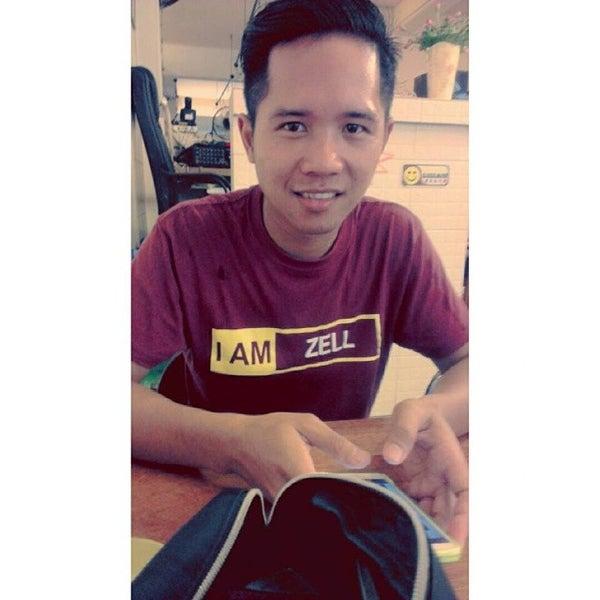 Photo taken at Teratak D'lalapan Restoran Kampung & Katering by Azmil A. on 7/12/2014