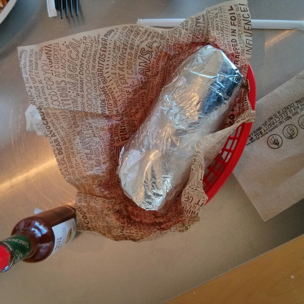 Photo taken at Chipotle Mexican Grill by Ian H. on 1/12/2014