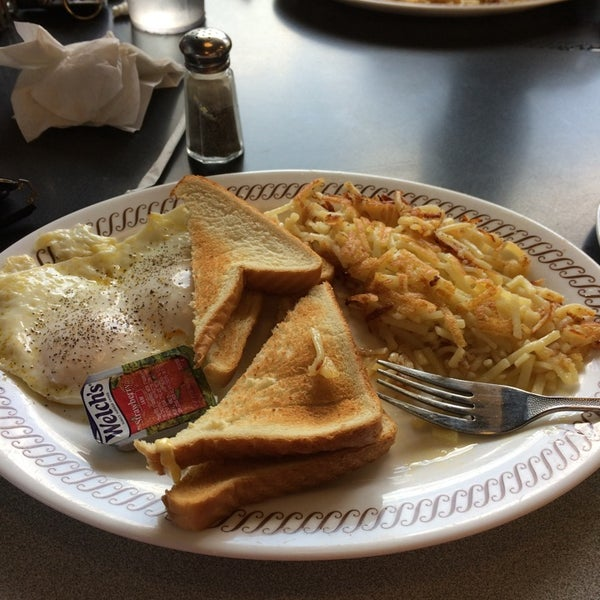 Photo taken at Waffle House by Rico N. on 7/5/2014