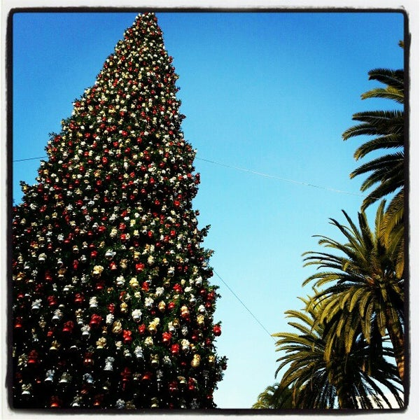 Photo taken at Fashion Island by Jean K. on 11/23/2012