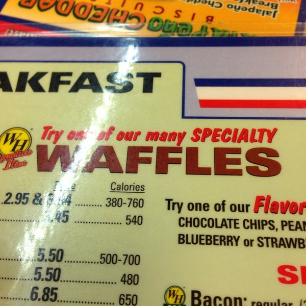 Photo taken at Waffle House by Carl T. on 10/18/2013