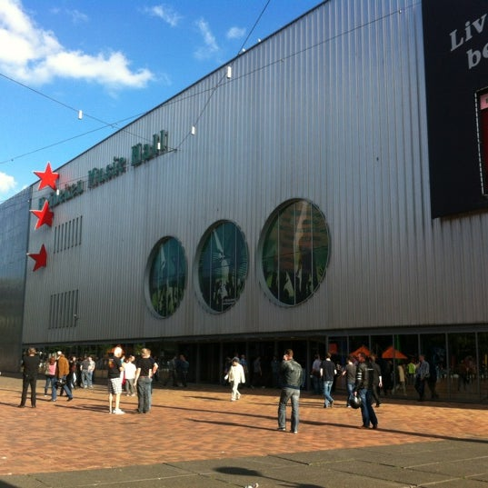 Photo taken at Heineken Music Hall by Esteban on 7/20/2012