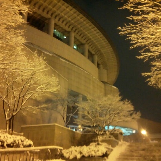 Photo taken at 예술의전당 (Seoul Arts Center) by Jinho C. on 12/5/2012