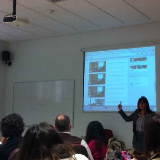 Foto tomada en Cámara de Comercio e Industria por Carmen U. el 10/30/2012