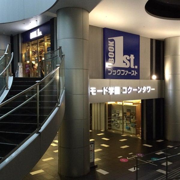 Photo taken at ブックファースト 新宿店 by Yankinu on 8/30/2015