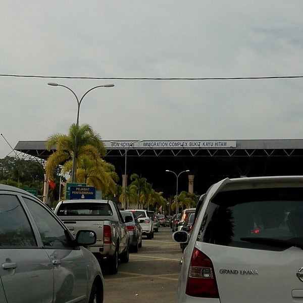 Photo taken at Bukit Kayu Hitam Immigration Complex by quesya naser on 2/3/2014