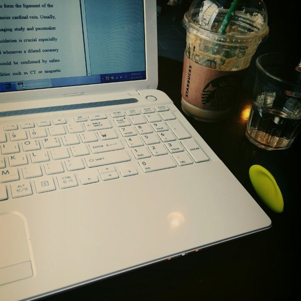 Photo taken at Starbucks by JINJU E. on 4/26/2014
