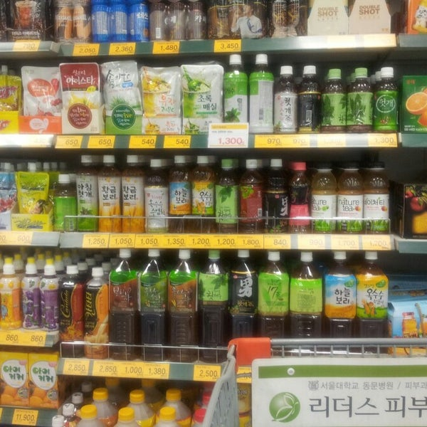 Photo taken at 이마트 (E-Mart) by Jason S. on 2/21/2013
