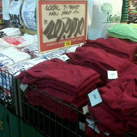 Photo taken at Giant Hypermarket by Feny R. on 1/21/2013