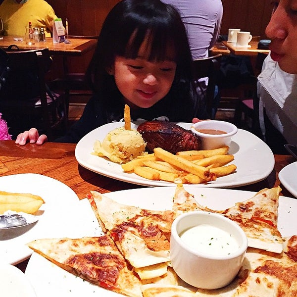 Photo taken at Outback Steakhouse by Kristine S. on 12/1/2014