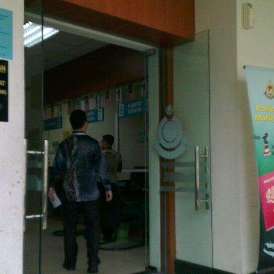 Photo taken at Jabatan Imigresen Malaysia by Ra I. on 3/21/2013