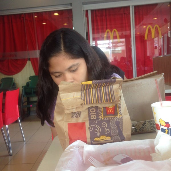 Photo taken at McDonald's by Ading C. on 5/27/2015