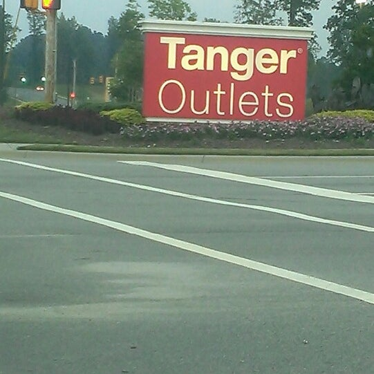 Photo taken at Mebane Tanger Outlets by King👑💵 on 7/19/2013