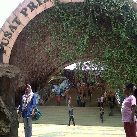 Photo taken at Kebun Binatang Ragunan by Danu R. on 9/7/2014