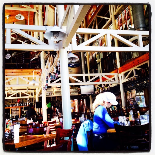 Photo taken at Snake River Brewery & Restaurant by 🎀Aimee N. on 2/26/2014