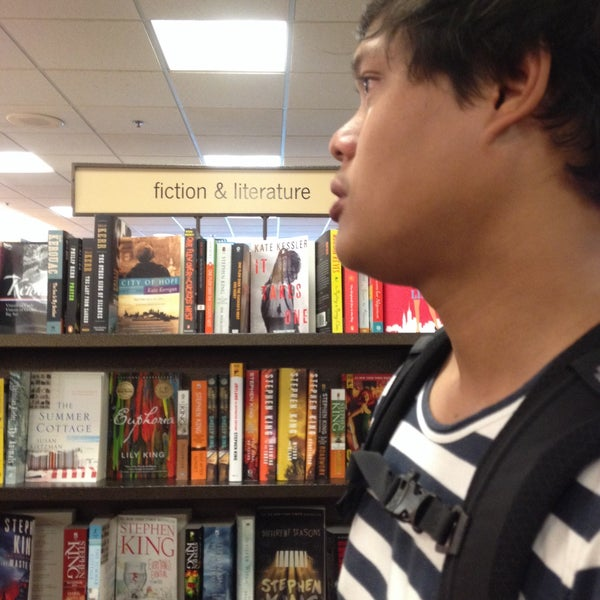Photo taken at College of William & Mary Bookstore by Samornrat. T. on 6/29/2016