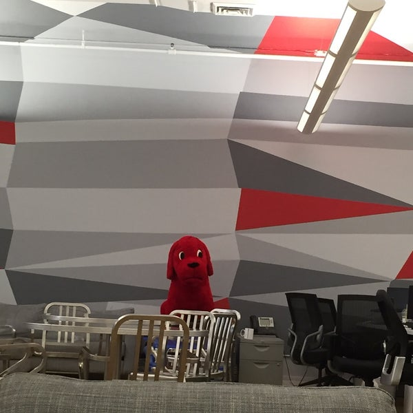 Photo taken at Thrillist HQ by Michael💩💩💩 L. on 6/24/2015