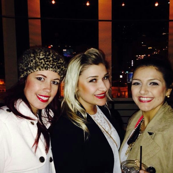 Photo taken at ViewHouse Eatery, Bar & Rooftop by Leli M. on 1/19/2014