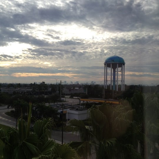 Photo taken at Holiday Inn Ft. Lauderdale-Airport by Sir Chandler on 11/6/2012